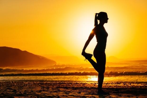 8-alongamentos-para-combater-a-dor-nas-costas-no-trabalho-7-7-640-427